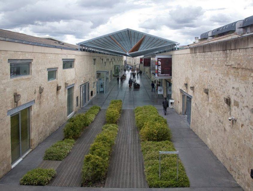 les anciens chais de luze hébergent Bordeaux Ynov Campus